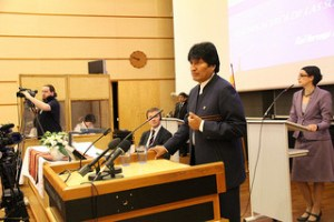 President Evo Morales in a climate meeting at the University of Oslo | by Utenriksdept | Flickr | Creative Commons