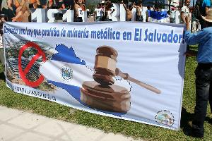 Anti-minng campaign, El Salvador / Photo credit: laurizza / Foter / CC BY