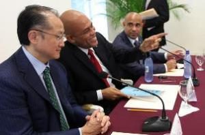 World Bank Group President Jim Yong Kim and Haitian President Michel Martelly / Photo credit: World Bank Photo Collection / Foter / CC-BY-NC-ND