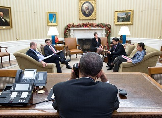 Obama speaks to Raul Castro / Official White House Photo by Pete Souza / Public Domain