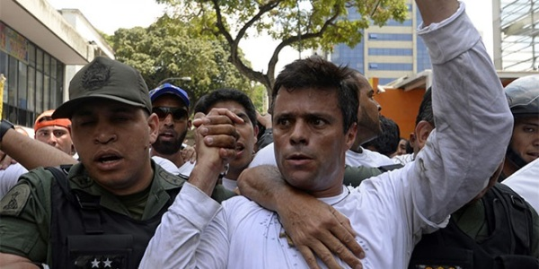 Leopoldo Lopez (R) being escorted by the National Guard after turning himself in on February 18, 2014.  Photo Credit: Juan Barreto via Globovisión / Flickr / Creative Commons
