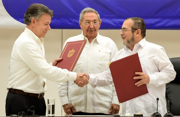 Peace Signing Colombia