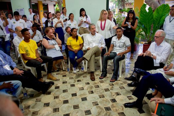 U.S._Special_Envoy_for_the_Colombian_Peace_Process_Bernard_Aronson_Addresses_Conflict_Victims,_Ex-_Combatants,_and_At-Risk_Youth_Speak_About_a_Job-_Training_Program_at_the_Escuela_Taller