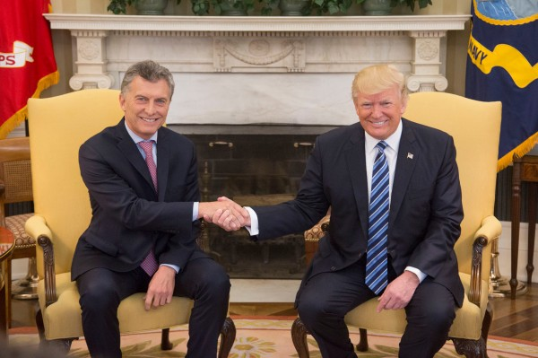 Donald_Trump_and_Mauricio_Macri_in_the_Oval_Office,_April_27,_2017