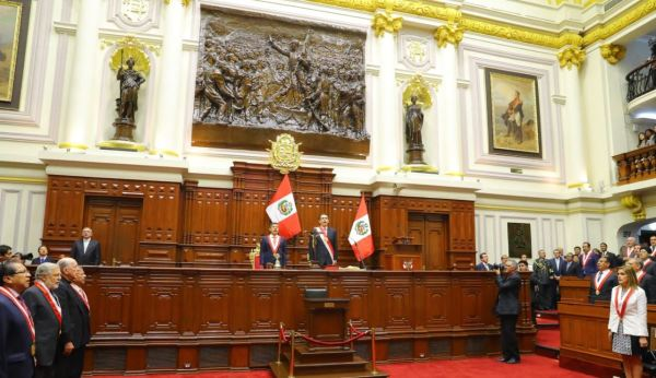 Men and women standing in Peruvian congressional chamber