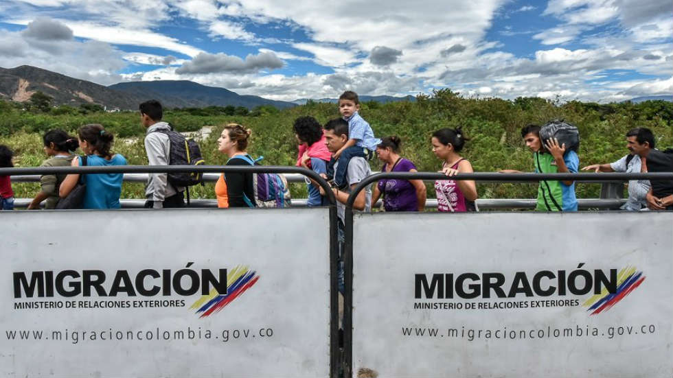 A line of Venezuelan migrants at a Colombian border checkpoint.