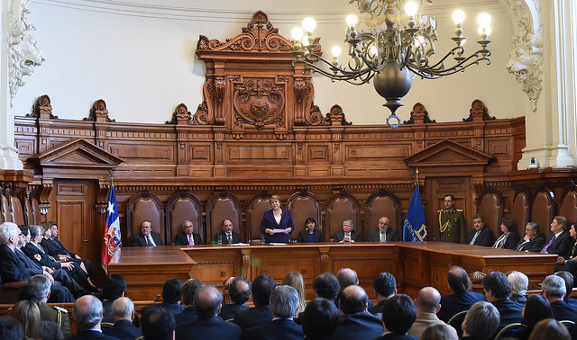 Former President of Chile and current head of the United Nations OHCHR Michelle Bachelet addresses the Chilean Supreme Court in 2015