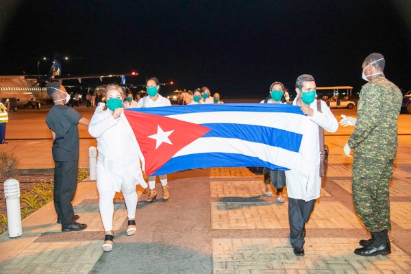 Cuban nurses carrying the Cuban flag